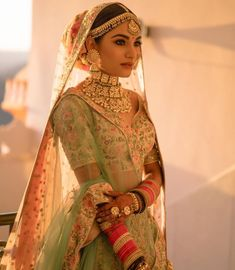 couple poses for indian wedding photography pdf Indian Bridal Outfits, Indian Bridal Fashion, Indian Bridal Wear, Indian Designer Outfits, Indian Wear, Indian Wedding Jewelry, Bridal Jewellery, Bridal Poses, Bridal Photoshoot