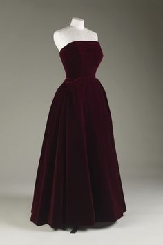 """Velvet Evening Dress, Hardy Amies, late 1940s. Worn by HM Queen Elizabeth II. © Royal Collection Trust/All Rights Reserved. Royal Collection: """"This evening dress is typical of the strapless evening dress fashionable from the early 1950s onwards and a style which The Queen wore (as Princess Elizabeth) on numerous occasions and was regularly photographed in."""""""