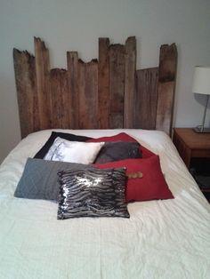 t te de lit en bois avec luminaires. Black Bedroom Furniture Sets. Home Design Ideas