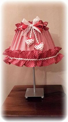 sewing idea for a lampshade cover ♥ Antique Lamps, Vintage Lamps, Knit Slippers Free Pattern, Decorative Lamp Shades, Red And White Kitchen, Lamp Makeover, Shaby Chic, Country Paintings, Curtain Designs
