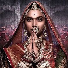 Did you know that to curate Deepika's Padmaavat look, it took 200 craftsman and 600 days to complete. Read all about Deepika Padukone adorning the gorgeous handcrafted Rajputana inspired Meenakari and Kundan jewellery #padmaavat #deepikapadukon #padmaavatjewelry #rajputjewelry #rajasthanijewelry #jewelryfashion #Jewelryblog #jewelrybloger #jewelryblogging #JewelryBloggerInIndia