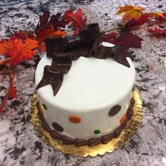 Our signature vanilla and chocolate cake got a touch of Autumn hues #carlosbakery
