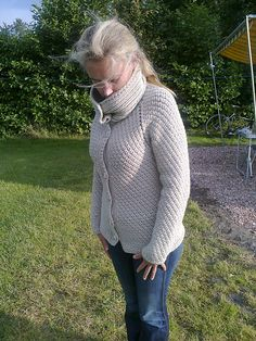 Ravelry: bollekewol's Jacqueline (free pattern on Knitty)