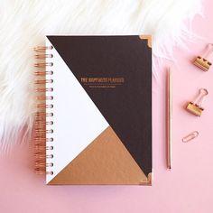 [MOOD] En 2017, je m'organise avec mon magnifique @happinessplanner ✨💪🏼✏️ !!! Et vous, vos résolutions ?! ---------------------------------------------------- #louizeandco #lifestyle #life #lifeplanner #happiness #happinessplanner #thehappinessplanner #organisation #organize #stayorganized #agenda #plan #project #projectlife #work #workinggirl #girl #freelance #entrepreneur #entrepreneurship #lovemyjob #free