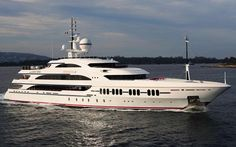 BENETTI - luxury yacht for holiday on sea. Book with PrimaYachting.Com and get special prices for this yacht class. #luxuryyacht #yachtspecialoffers