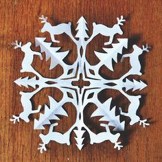 Zauberbear ♪ DIY reindeer snowflake pattern (inspired by Tim Latimer) Paper Snowflake Designs, Paper Snowflake Template, Paper Snowflakes, Christmas Snowflakes, Christmas Paper, Christmas Crafts For Kids, Diy Christmas Gifts, Christmas Projects, Holiday Crafts