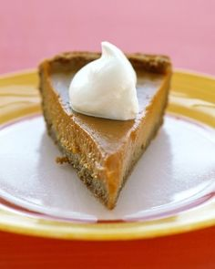 Sweet Potato Pie The custard filling in this Southern classic is creamier and less dense than pumpkin pie, as well as brighter in color. This sweet potato pie has a graham-cracker crust. Thanksgiving Desserts Easy, Easy Desserts, Dessert Recipes, Thanksgiving 2017, Thanksgiving Casserole, Crock Pot Desserts, Thanksgiving Blessings, Thanksgiving Celebration, Holiday Desserts