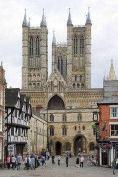 https://flic.kr/p/dcGXLb | Lincoln cathedral, Lincoln | D667_046 06/08/2012 : Lincoln, Minster Yard: Lincoln cathedral