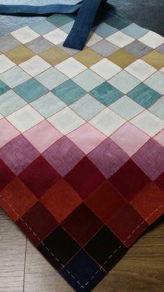 백조각보 예단보 백개의 조각들을 연결한 예단보입니다. 염색한 조각들을 정리 하니 더욱 작업에 대한 열정... Diy And Crafts, Quilts, Contemporary, Rugs, Sewing, Korean, Color, Home Decor, Costura