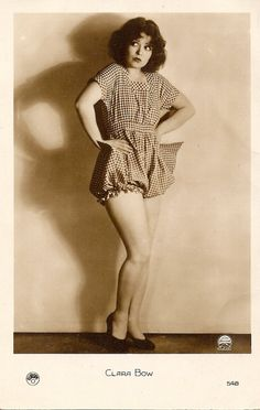 Vintage Jazz Age Pin-Up Clara Bow Sassy Sexy Flapper Fashion Photograph 1929 Gamine Style, Soft Gamine, Clara Bow, Flapper Style, 1920 Style, Flapper Fashion, Gatsby Style, Vintage Style, Roaring Twenties