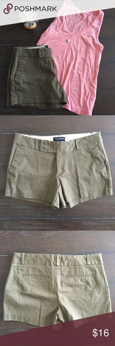 Nwot banana republic factory olive green shorts These shorts are nwot! Never worn. The color is truest to last pic. Smoke free home with pets. Banana Republic Shorts