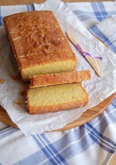 Almond citrus drizzle cake / Bolo cítrico de amêndoa by Patricia Scarpin, via Flickr