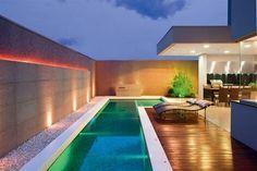 Pedras beira piscina