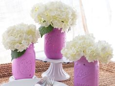 Here's how you can add a splash of color to your Mason jar collection.