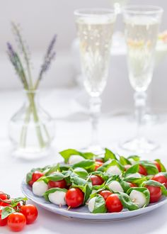 Minispett med tomat, mozzarella och basilika