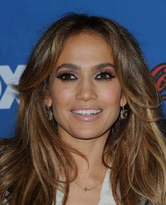 Jennifer Lopez Metallic Eyeshadow - Jennifer Lopez rocked metallic shadow while attending the finalist party for 'American Idol.'