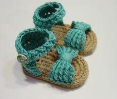 Zapatos de punto/ganchillo - Sandalias de niña a crochet 0-3 meses - hecho a mano por ALSOLECITO en DaWanda