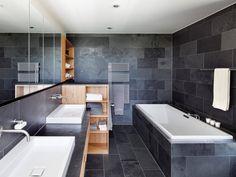 Badezimmer im Passivhaus Kieffer von Baufritz • Mit Musterhaus.net Traumhaus finden und Badezimmer zum Wohlfühlen gestalten.