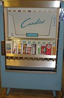Vintage 1952 candy vending machine at the Minnesota Historical Society My Childhood Memories, Great Memories, School Memories, Childhood Toys, 1970s Childhood, Family Memories, Vintage Candy, Vintage Toys, Retro Candy