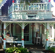 Historic nautical cottage in Oak Bluff on Martha's Vineyard! Love this colorful nautical cottage!