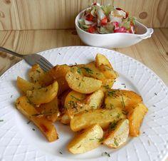 Šlehačku vlijeme do misky, přidáme sůl, pepř, olej, kari, papriku, česnek, tymián, rozmarýn a vše metlou dobře promícháme. Brambory oloupeme,... Canapes, No Cook Meals, Ham, Potato Salad, Food And Drink, Appetizers, Cooking Recipes, Potatoes, Vegetables
