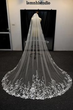 Flower leaf lace veil/ 1 tier veil/ cathedral veil/custom veil - Welcome to our website We hope you are satisfied with the content we offer. Dream Wedding Dresses, Wedding Gowns, Wedding Garters, Wedding Hair, Bridal Headpieces, Bridal Hair, Lace Wedding, Lace Bride, Long Wedding Veils