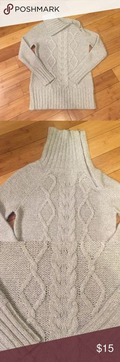 Old Navy Grey Sweater - S Adorable turtleneck sweater with zipper to adjust how collar falls. Light Grey, size Small, from Old Navy. Great condition. Old Navy Sweaters Cowl & Turtlenecks