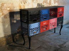cottagelife Milk Crate Furniture, Furniture Logo, Recycled Furniture, Classic Furniture, Crate Seats, Crate Table, Plastic Milk Crates, Diy Recycling, Crate Bookshelf