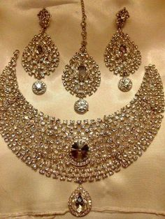 Jewerly gold indian bridal jewellery beautiful 39 ideas for 2019 - Women's fashion and Women's Bag trends Pakistani Bridal Jewelry, Indian Bridal Jewelry Sets, Bridal Accessories, Bridal Jewellery, Neck Accessories, Fancy Jewellery, Designer Jewellery, Diamond Jewellery, Bridal Lehenga