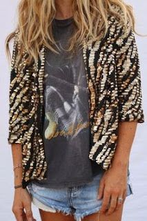 Matching a sequin jacket with a graphic t-shirt. I need to find a sequin jacket Estilo Fashion, Look Fashion, Ideias Fashion, Womens Fashion, Fashion Trends, Hippie Fashion, Beach Fashion, Street Fashion, Winter Fashion