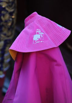 Capote de brega bordado con su logotipo El Fandi Torero de Granada