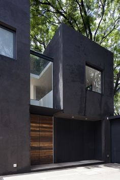 Wooden Doors And Screens Stand Out Against The Black Walls Of This House  And Courtyard In Mexico City.Casa Cerrada Reforma 108 By DCPP Arquitectos