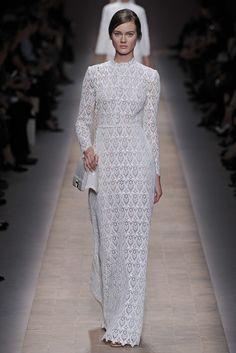 womensweardaily: Spring 2013 Trend: The Amazing Lace Valentino RTW Spring 2013 Fashion Details, Timeless Fashion, Love Fashion, Runway Fashion, Fashion News, Fashion Design, Bridal Fashion, Paris Fashion, Valentino