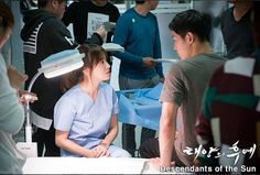 Descendants of the Sun Behind the Scenes. Song Joong Ki, Song Hye Kyo, Jin Goo, Kim Ji Won. #kdrama