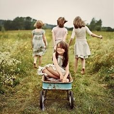 Family Photo Session Inspiration Idea Four Sisters Wagon Outdoors Outside Country Grass Paddock Field Vintage What to Wear Beautiful Simple Elegant Memorable Memory Capture Children Parents Mother Father Mum Dad Son Daughter Child Kirra Photography