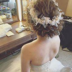 花冠で☺️ #ウェディングドレス #ブライダルヘアメイク #プレ花嫁 #ヘアアレンジ