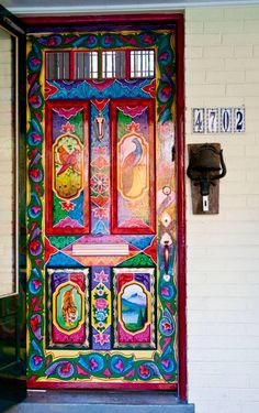 Painted Boho Door Told the Renaissance Man that THIS is why we need our own house! You are in the right place about Door painting Here we offer you the most beautiful pictures about the home Door y Cool Doors, Unique Doors, The Doors, Windows And Doors, Front Doors, Knobs And Knockers, Door Knobs, Door Hangers, Truck Art