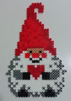 Christmas gnome hama beads by Juan José Prieto More Mehr Pearler Beads, Fuse Beads, Hama Beads Patterns, Beading Patterns, Christmas Perler Beads, Art Perle, Iron Beads, Melting Beads, Theme Noel
