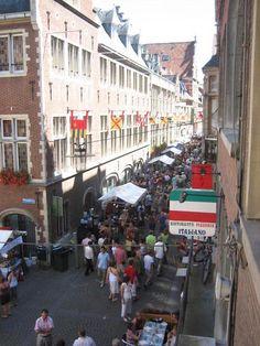 Munstraat - a short story from Belgium. #AdmiralFreebee #Belgium #De Libertad #dEUS #friendship #HotelProfessor #Leuven #Marktrock #Muntstraat #Shortstory #travelblogger #travelwriter #leightonliterature