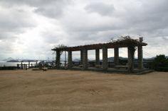 【岡山県】 若林正明さん(岡山県漁業協同組合連合会 水産物展示直販所ふゅ~ちぁ~ 所長)に聞きました。/Q.2瀬戸内の自慢したいところは?………A.日本におけるジーンズ発祥の地・児島と景観の美しい鷲羽山がおすすめです。ブランドジーンズはやや値段が高いのですが、繊維まつりの日には少々キズありなどの「訳あり商品」を気軽に買うことができます。それから「たこめしの素」や「ままかりの酢漬け」などをお土産に買っていって欲しいですね。 #Okayama_Japan #Setouchi