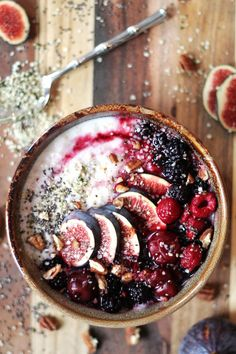 15 delicious recipes to keep you cozy in winter. These recipes are packed full of the right ingredients to warm you up this winter. Fabulous barley porridge with fresh fruit toppings. It's to die for! A great clean eating breakfast idea by Two Spoons. Clean Eating Breakfast, Breakfast Bowls, Breakfast Recipes, Breakfast Porridge, Vegan Breakfast, Mexican Breakfast, Breakfast Sandwiches, Breakfast Pizza, Breakfast Snacks