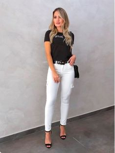 How To Wear White Jeans, White Jeans Outfit, White Skinny Jeans, Teen Girl Outfits, Mode Outfits, Fashion Outfits, Stylish Work Outfits, Casual Outfits, Outfit Elegantes