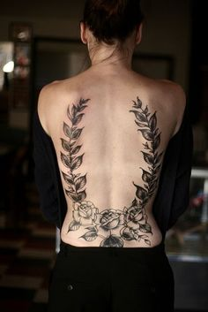 Amazing Flowers Tattoos for Women on Back