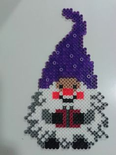 Cute Xmas gnome with present pattern Pearler Bead Patterns, Perler Patterns, Hama Beads Disney, Christmas Perler Beads, Hama Beads Design, Peler Beads, Iron Beads, Melting Beads, Perler Bead Art