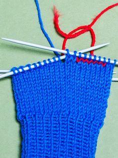 Kämmenen neulominen Crochet Bikini, Bikinis, Swimwear, Knitting, Hooks, Socks, Bathing Suits, Swimsuits, Tricot