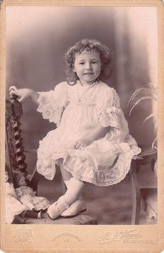 ADORABLE LITTLE GIRL IN LONDON, ENGLAND