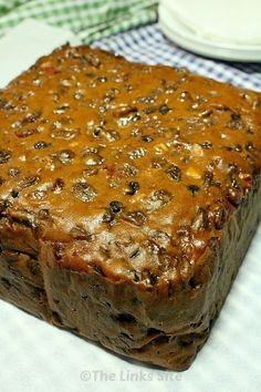3 Ingredient Fruit Cake Recipe - chocolate milk, self rising flour and fruit. 3 Zutaten Obstkuchen R 3 Ingredient Fruit Cake Recipe, Best Fruit Cake Recipe, Moist Christmas Cake Recipe, Quick Fruit Cake, Healthy Fruit Cake, 3 Ingredient Cakes, Three Ingredient Recipes, Xmas Food, Christmas Cooking