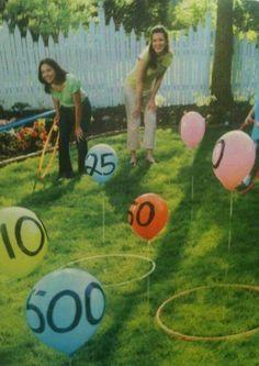Idée activités d'extérieur avec les enfants en centre Matériel Des balons attacher à l'aide de ficelle et de sardine à tente Des cerceaux Un marqueur pour indiquer les valeurs
