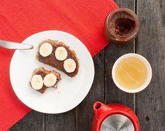 Pyszna domowa Nutella, którą można zrobić w domowym malakserze. Ten domowy krem orzechowo-czekoladowy zawiera więcej wartości odżywczych i zero ulepszaczy.