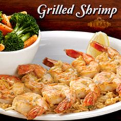 Roadhouse looks perfect. Two skewers of shrimp, seasoned and grilled, then drizzled with garlic lemon pepper butter and served over a bed of seasoned rice. Seafood Dishes, Seafood Recipes, Appetizer Recipes, Cooking Recipes, Healthy Recipes, Appetizers, Cooking Stuff, Copycat Recipes, Omelette